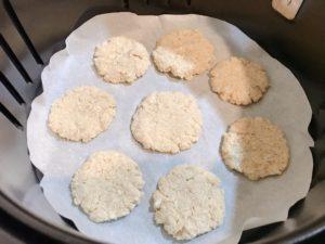 準備氣炸的生餅乾