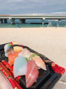 在波上宮海邊吃午餐
