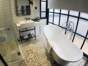 四人房才有浴缸