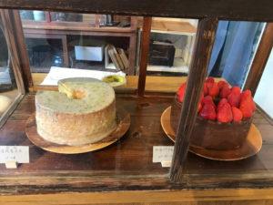 櫃台旁的戚風蛋糕