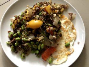 藜麥毛豆與煎蛋