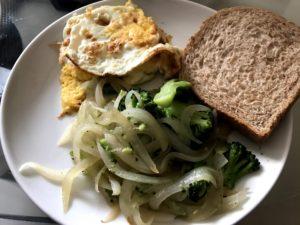 炒蔬菜、蛋、無糖吐司