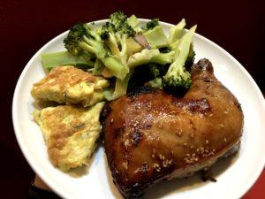 烤雞腿、青菜、蛋