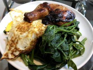 烤雞腿、蛋、青菜