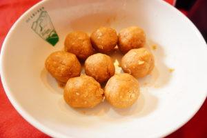 麵團分成八小球