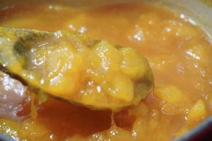 煮至果醬濃稠,顏色變深即可熄火
