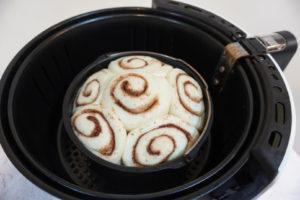 靜置於未插電的氣炸鍋內發酵1小時。